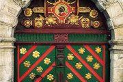 Портал в здание Братства Черноголовых в Таллинне