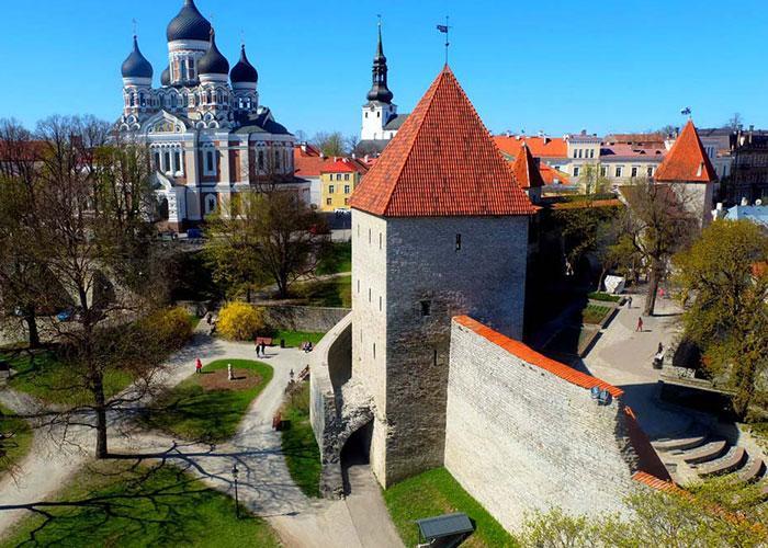 Главные достопримечательности Таллинна: Девичья башня и Собор Александа Невского