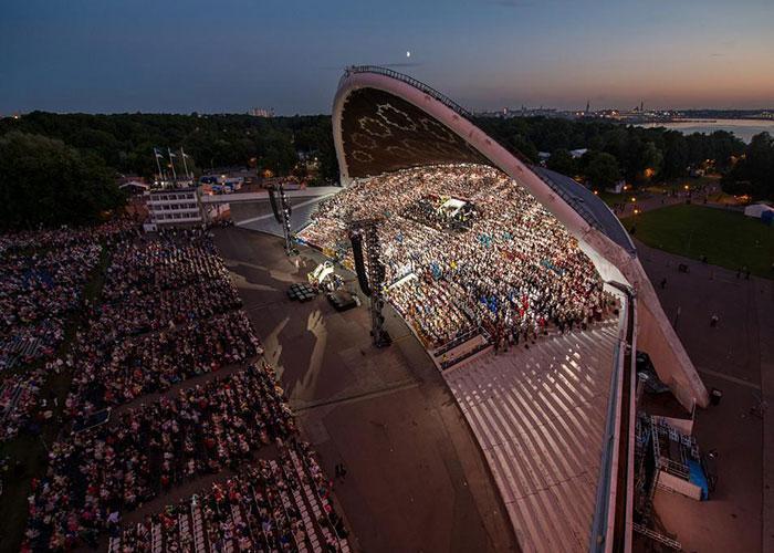 Певческое поле - самая большая открытая концертная площадка