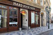 Мы приехали в Прагу на Metallica и мы идем в Hard Rock Cafe ужинать