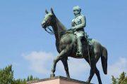 Экскурсия по Хельсинки: памятник полководцу Маннерхейму возле парламента