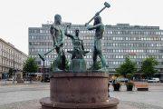 Гуляем по Хельсинки: Александровская улица и статуя Три кузнеца