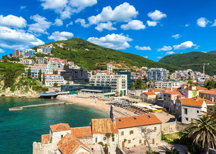Отпуск на песчаном пляже: Черногория