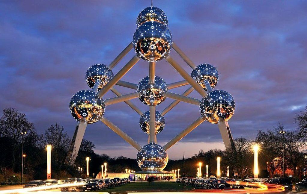 монумент Атомиум в Брюсселе