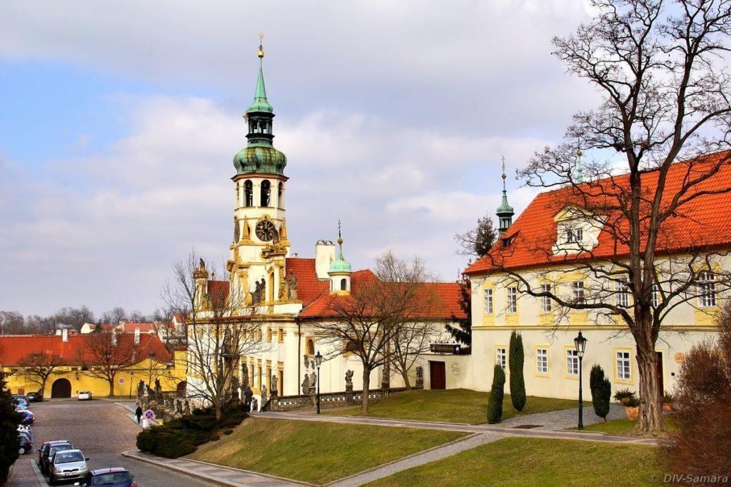 Лоретанская площадь в Праге