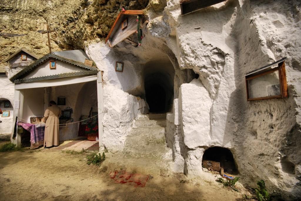 Бакота скальный монастырь